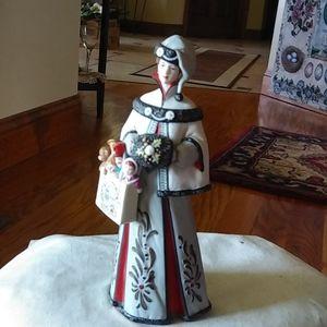 Beautiful Avon 1999 President Club figurine
